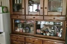 母の食器棚