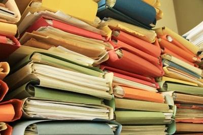 積まれた書類