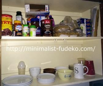 食器棚の右側