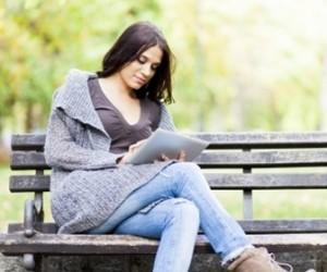 ベンチで読書