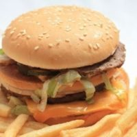 ハンバーガーとフライドポテト