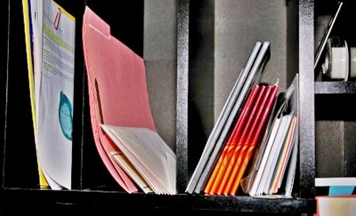 本棚の書類