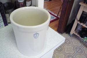陶製の壺(crock)