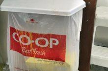 シンクのドアの裏のゴミ箱