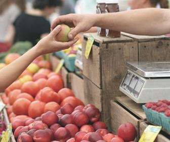 フルーツを買う