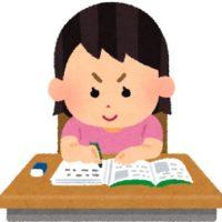 勉強する女の子。