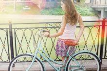 自転車と少女