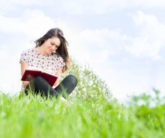 外で読書。