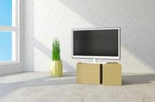 引っ越しの荷物とテレビ