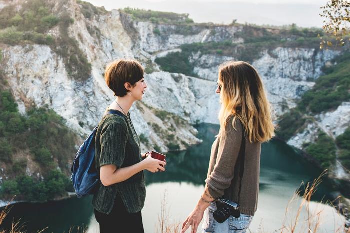 対話する女性