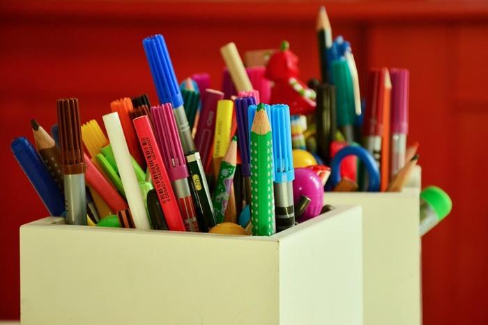 色鉛筆やペン