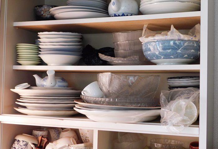 食器がありすぎる食器棚