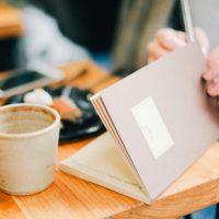 カフェで日記をつける
