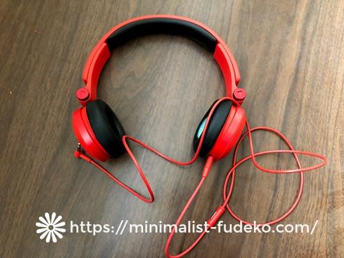 赤いヘッドフォン