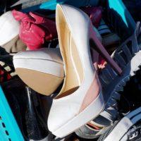 古い靴の山