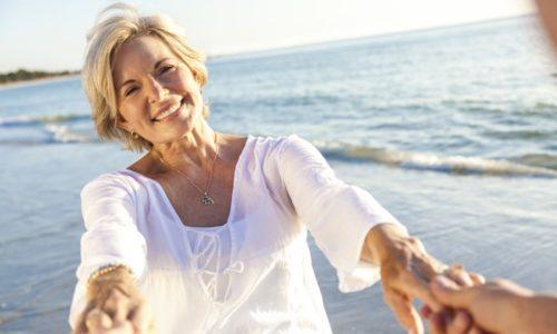 年を取っていても幸せそうな女性