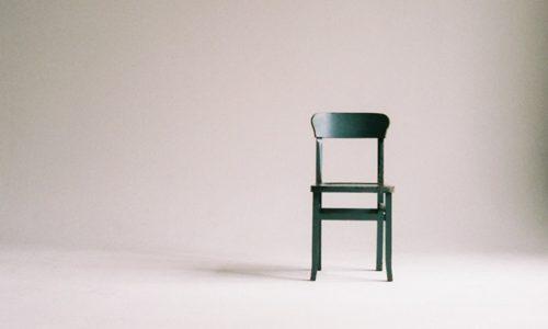 シンプルな椅子