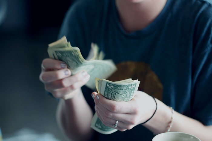 お金を使う人