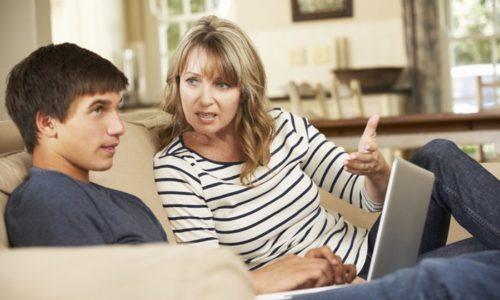 母親とティーンエージャーの息子