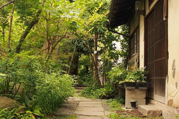古い民家の路地