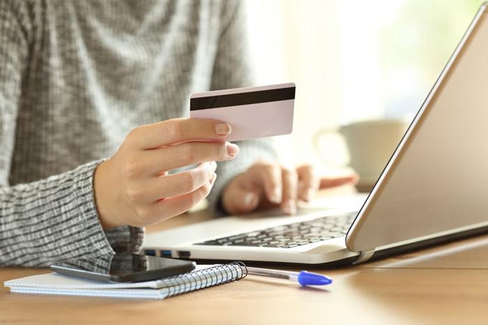 オンラインで買い物する人