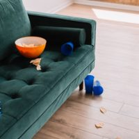 深緑のソファ