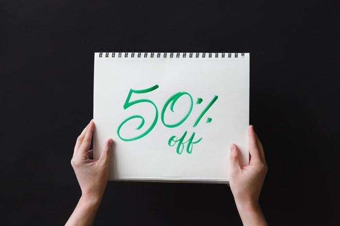 50%引きと書かれたスケッチブック