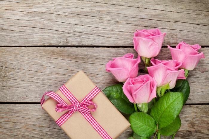 贈り物とバラ