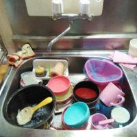 洗い物がいっぱいのシンク