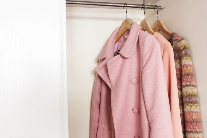 クローゼットの中のコート