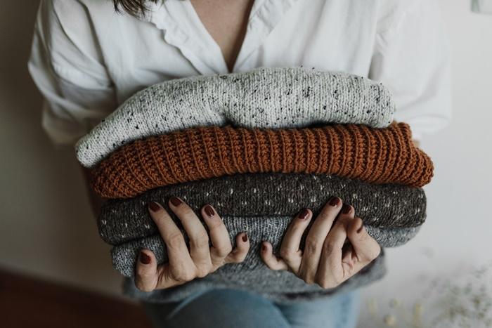 セーターを持っている人
