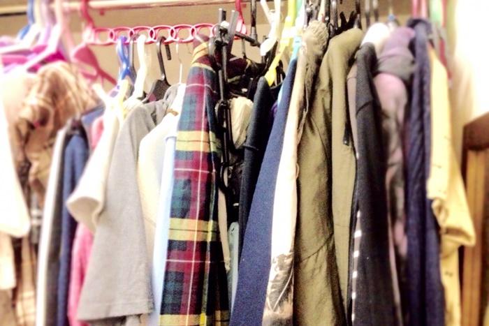 服がたくさん入っているクローゼット