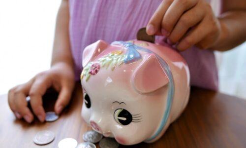ピンクのブタの貯金箱