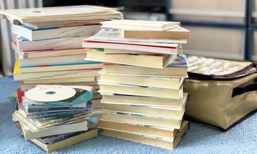 古いCDと本を片付ける